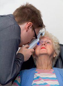 Staff-Patient-Eyecheck